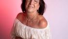 photo couleur femme haut blanc fond rose thérapie par l'image Marsseille