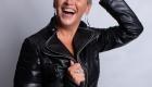 photo femme ESTIM avec blaser noir cuir sur Aix en Provence