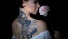femme rose tatouage sexy dos Marignane 13