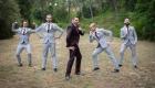 photo humouristique mariage, témoins garçon dans la nature, a aix en provence