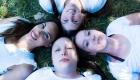 photo de fille portrait allongé sur la pelouse parc Jourdan a aix en provence