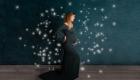 photo femme enceinte seule robe longue verte foncé et étoile de magie Marignane