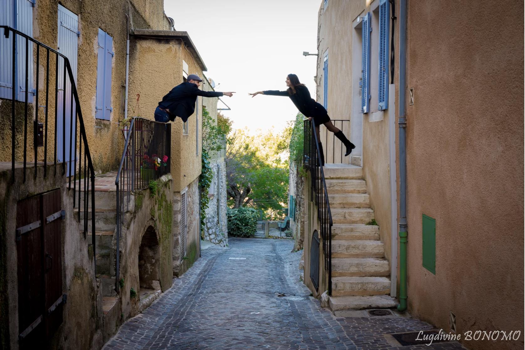 Photo de couple dans village typique provence ventabrun