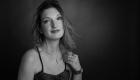 Photo noir et blanc portrait ESTIM photographie thérapeutique fond noir, Lugdivine Bonomo