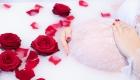 photo femme enceinte bain de lait rose rouge Gignac La Nerthe