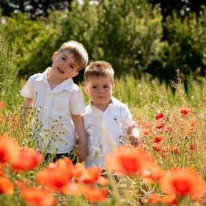 photo petit garçon champs de coquelicots Chateauneuf les Martigues