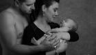photo en noire et blanc parents nouveau né aix en provence